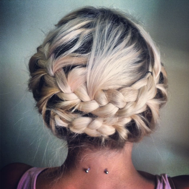 halo braid_hairstyles for  wedding guest